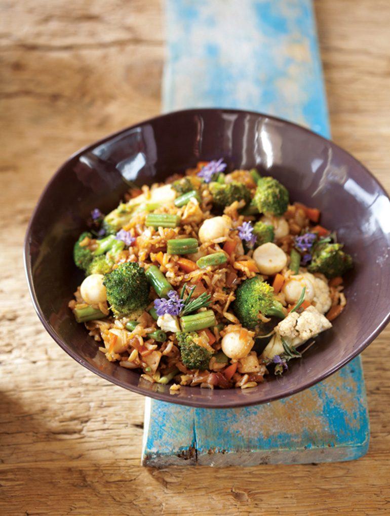 אורז מוקפץ עם ירקות. צילום: דניאל לילה סטיילינג: טליה גון אסיף