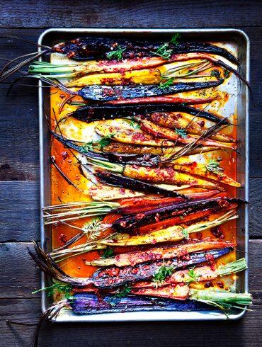גזרים צלויים בתנור הכי טעימים ויפים שיש. צילום: דניאל לילה