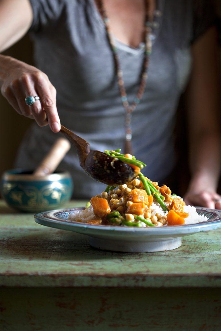 ירקות כתומים וחומוס בקארי צהובץ צילום: דניאל לילה סטיילינג: עמית פרבר