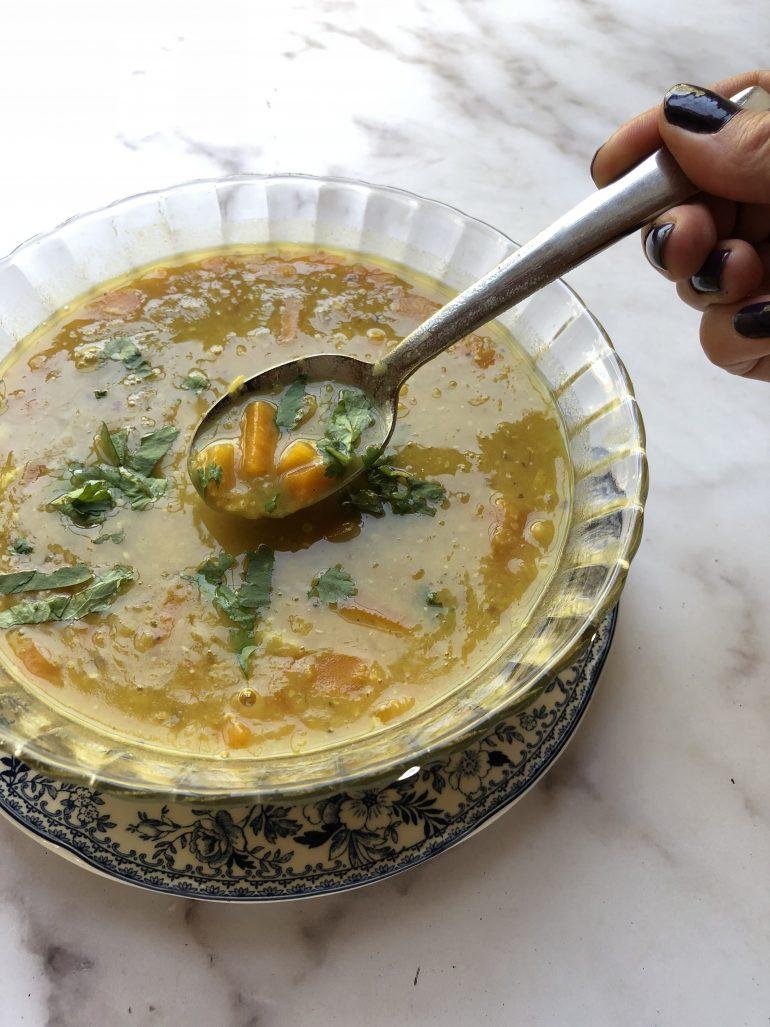 מרק עדשים צהובות. צילום: זהר לוסטיגר בשן