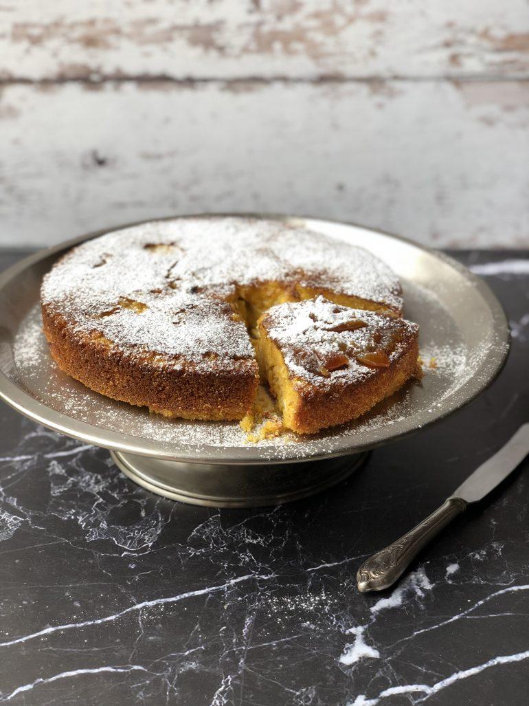 עוגת תפוזים בחושה ללא גלוטן. צילום: זהר לוסטיגר בשן