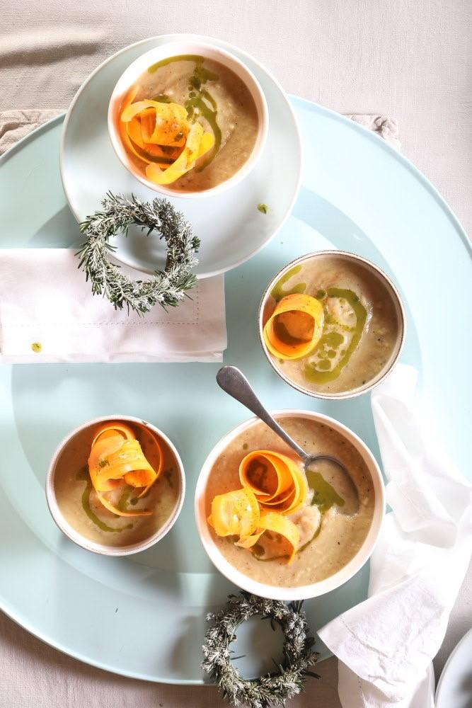 מרק כרובית מוקרם טבעוני. צילום: דניאל לילה