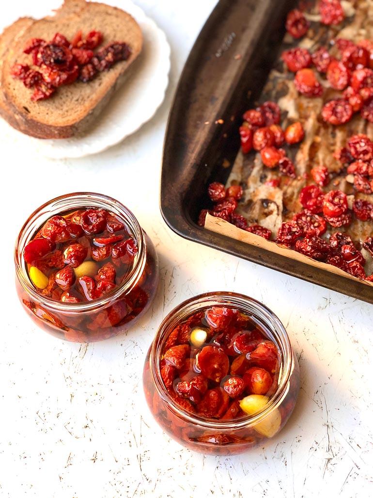 עגבניות מיובשות בתנור. צילום: זהר לוסטיגר בשן
